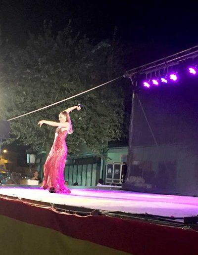 Rosario Mohedano cantando en las fiestas de Escalonilla